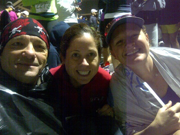 Huddled to stay warm with fellow runners!